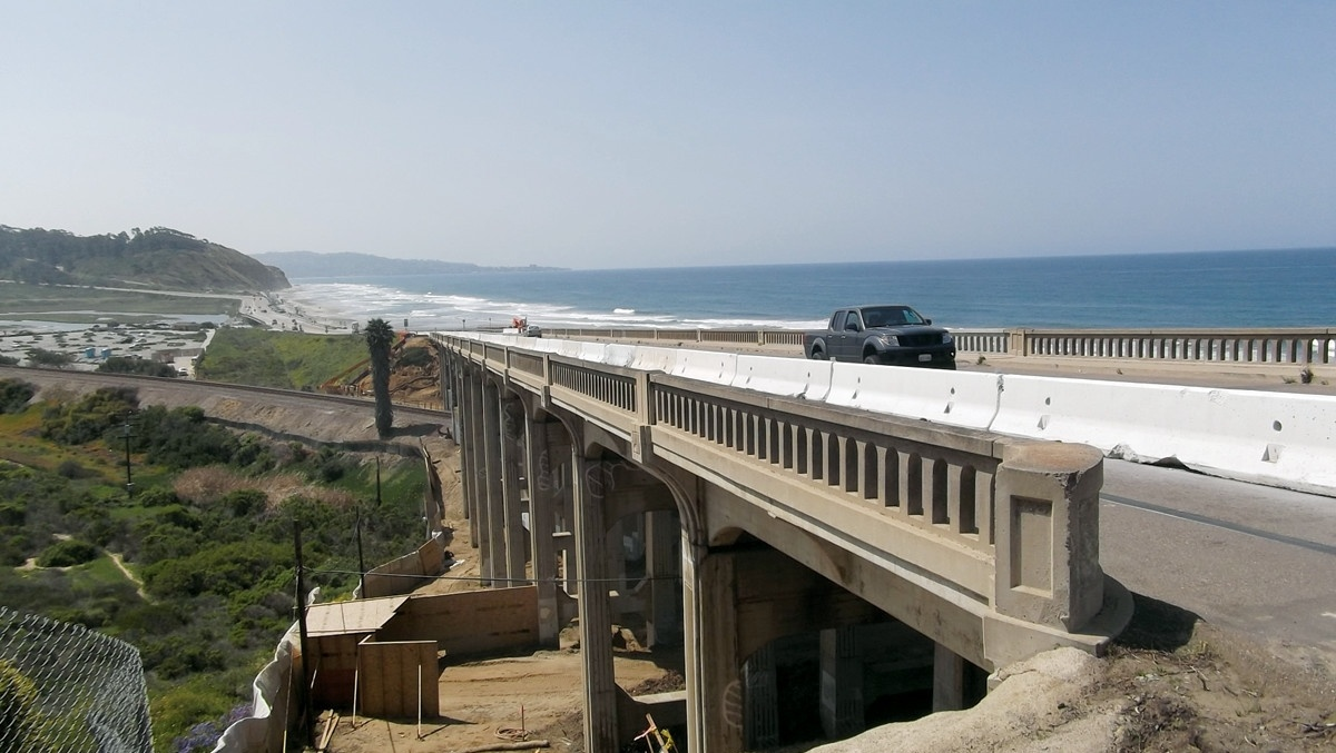 Driving on the North Torrey Pines Road Bridge);